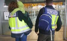 Se trae a su hijo en una patera hacia Almería tras secuestrarlo