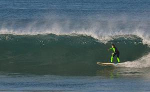 Naia Espinosa, una surfista emprendedora