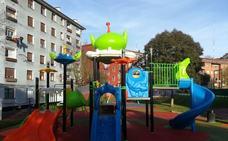 Ugao destina 76.000 euros a la renovación de tres parques infantiles y el asfaltado de varias calles