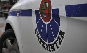 Dos jóvenes con antecedentes son sorprendidos por la Ertzaintza cuando robaban en un restaurante de Bilbao