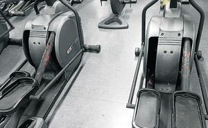 Tres lesionados en mes y medio por el «mal estado» del gimnasio de Sakoneta en Leioa