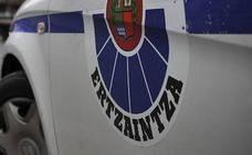 Agrede a una sanitaria que le atendía en una ambulancia y a un ertzaina en Bolueta
