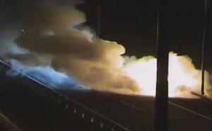 El incendio de un turismo obligó este lunes a cortar la N-102 a la altura de Júndiz