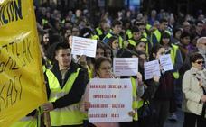 Alumnos y familiares del Instituto Trueba se manifiestan contra el traslado tras ocho años de espera