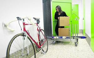 La falta de espacio en los hogares vizcaínos dispara la demanda de trasteros en alquiler