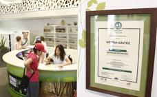 Los establecimientos turísticos de Vitoria ofrecerán agua del grifo y materiales reciclados