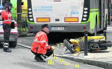 Un repartidor de Correos muere en una colisión entre su moto y un autobús en Elorrio