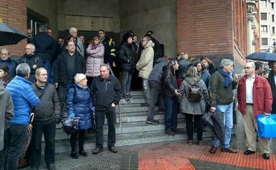 Paros de dos horas en Correos por la muerte del trabajador eventual