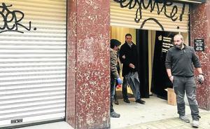 Alunizaje en una tienda de móviles de madrugada en pleno centro de Bilbao