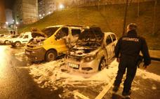 Incendian un coche en un aparcamiento de Otxarkoaga
