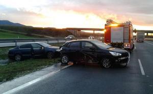 Dos heridos en un accidente entre dos coches en la A-1