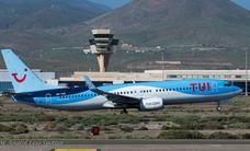 Un Boeing 737 aterriza de forma urgente en Loiu por la enfermedad de un viajero