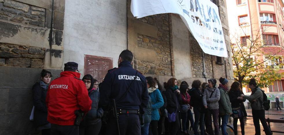 Un colectivo feminista «de izquierdas y radical» okupa el Palacio Álava-Velasco de Vitoria