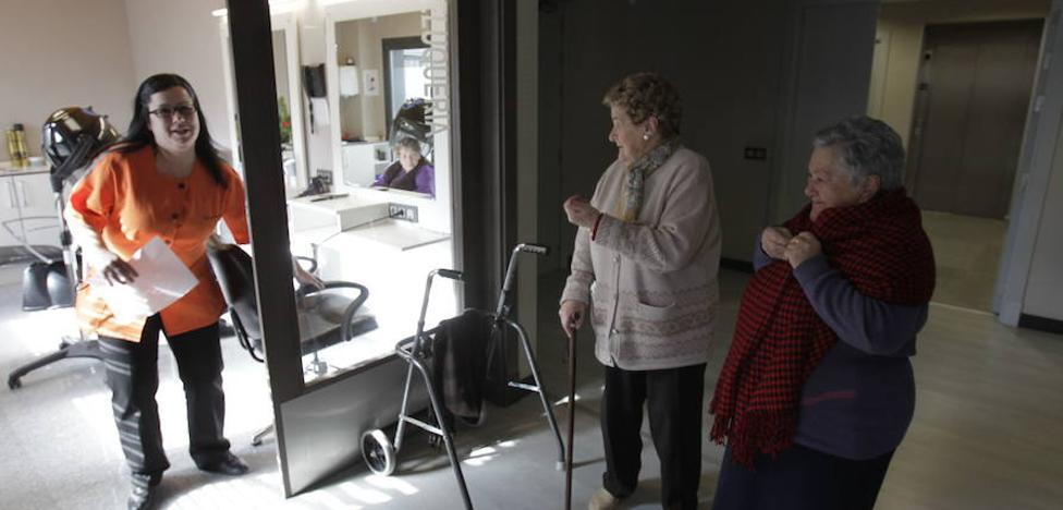 Los usuarios de las residencias reclaman más control a la Diputación