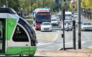 El tranvía de Vitoria cumple 10 años con el 90% de los viajeros satisfechos