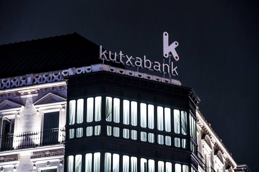 Kutxabank vende 700 millones de créditos dudosos a un fondo 'buitre'