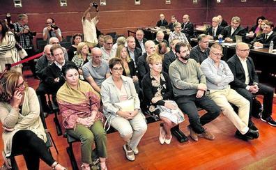 Los 26 acusados del 'caso De Miguel', en manos de los jueces