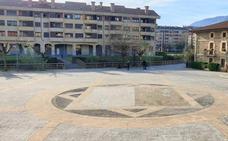 Vecinos y Consistorio de Iurreta se dan la mano para revitalizar la plaza Aita San Miguel