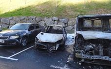 Hallan calcinado un coche en el mismo parking donde dos vehículos fueron incendiados en Otxarkoaga