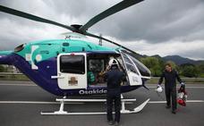 Un montañero rescatado en el monte Udalaitz es evacuado en helicóptero a Cruces