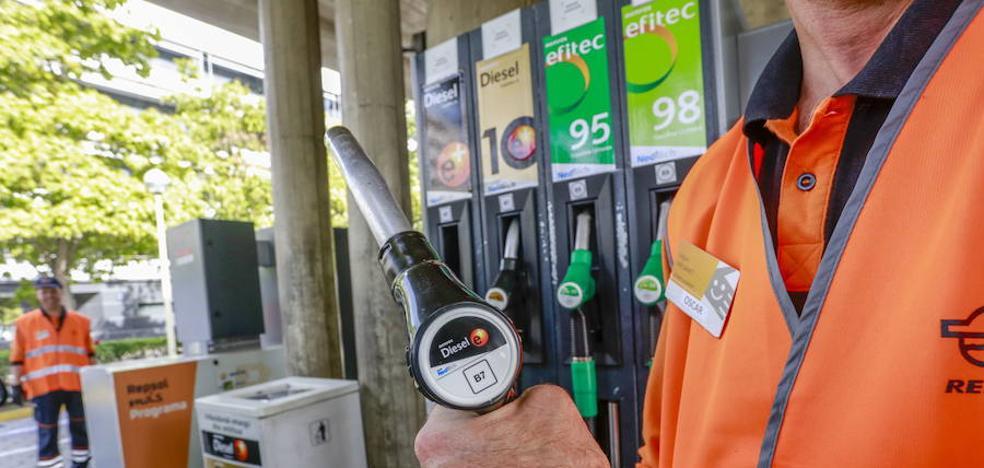 Un nuevo impuesto subirá 4,8 céntimos los carburantes en Euskadi desde enero