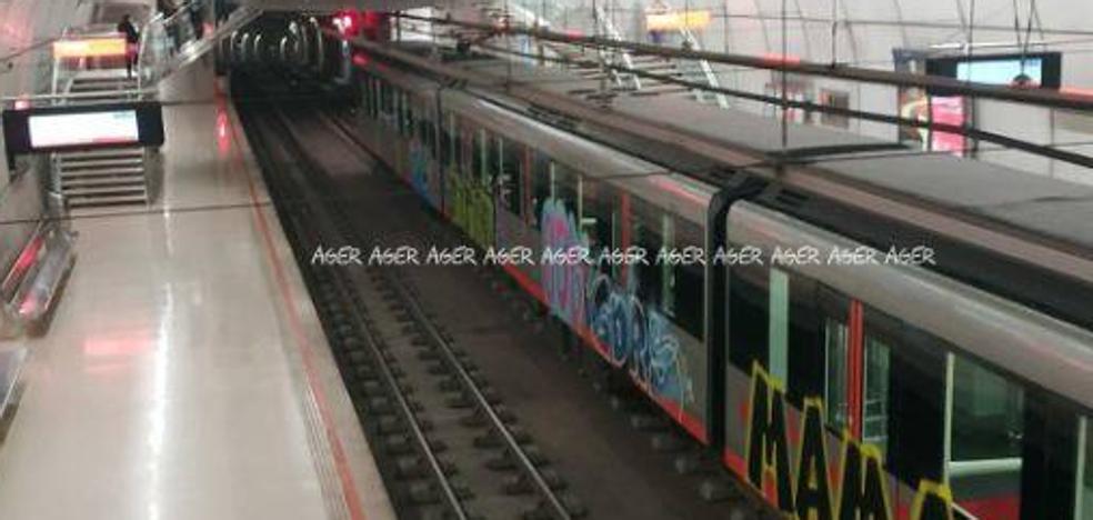 Brutal ataque al metro por parte de un grupo de grafiteros