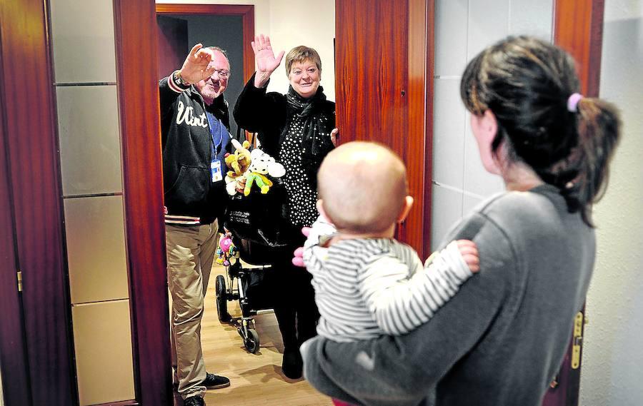 La hospitalización a domicilio asiste cada día a 470 vascos que precisan atención especializada
