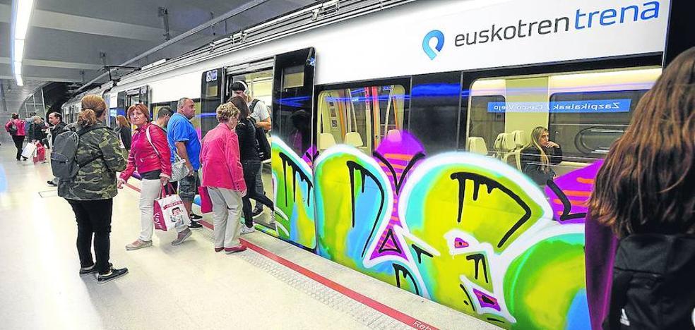 Los grafiteros dañaron el año pasado 170 trenes en Bizkaia y obligaron a extremar la seguridad