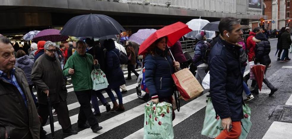 Los comerciantes confían en las rebajas para vender «muchas prendas de abrigo»