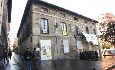 El juzgado reclama identificar a las 'okupas' del palacio Álava-Velasco