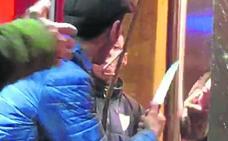 Trifulca con palos y un cuchillo en Zorroza: «Nos amargaron la Nochevieja»