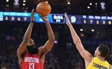 Harden le gana el duelo a Curry en el triunfo de los Rockets sobre los Warriors