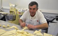 Santiago Pérez: «La repostería tradicional se va a pique»