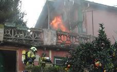Evacuado por inhalación de humo tras desatarse un incendio en su casa en Erandio