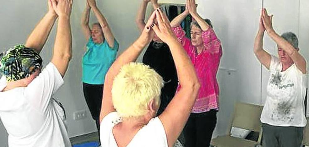 Clases de yoga en Txagorritxu contra la resaca del cáncer