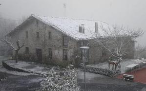 Las primeras nevadas del año se asoman a las cumbres de Bizkaia