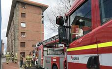 Evacuada temporalmente una vivienda en Cruces por el incendio de una campana extractora