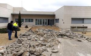El Cervantes acomete nuevas obras tras los desperfectos en el pavimento de acceso al centro