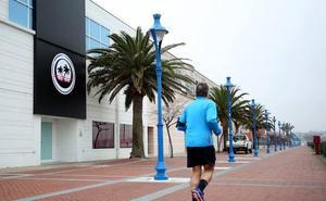 Culpan a la discoteca del Puerto Deportivo de atraer el botellón y los incidentes