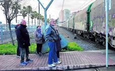 Fomento quiere utilizar trenes de 750 metros de largo para sacar las mercancías del Puerto