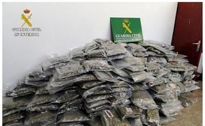 Detenidos en Bizkaia y Cataluña 25 'narcos' con 2.700 kilos de marihuana