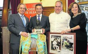 El Cocherito premia a Luis Ángel Gómez, fotógrafo de EL CORREO