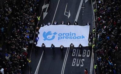 Miles de personas reclaman en Bilbao una nueva política penitenciaria