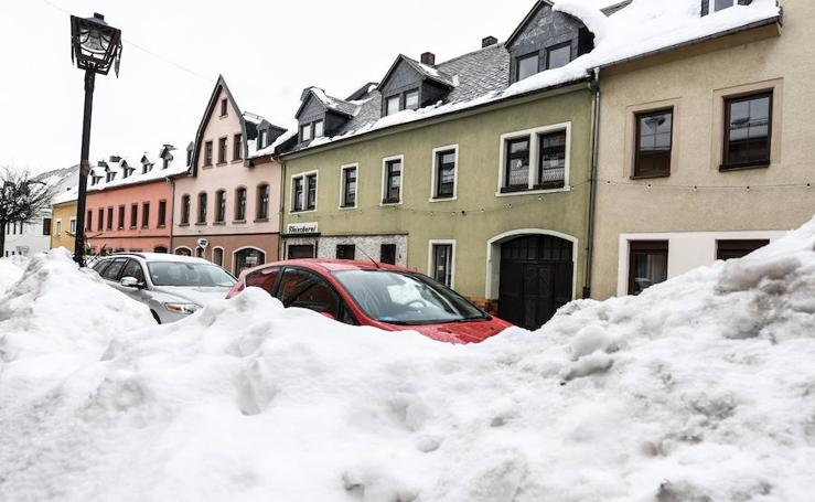 La nieve colapsa los Alpes austriacos y alemanes