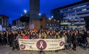 Concentración en Barakaldo para condenar la agresión sexista a una vecina
