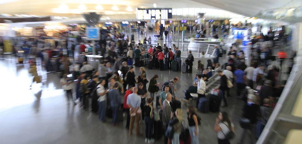 El aeropuerto de Bilbao bate su récord histórico de pasajeros