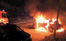 Un incendio destroza un coche en Barakaldo esta pasada noche