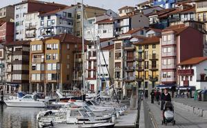 El Consorcio de Aguas de Busturialdea frena los vertidos al mar en el puerto de Bermeo