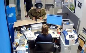 Detenido el autor del robo de un banco en Badajoz vestido de guardia civil