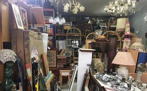 La Policía investiga un almacén ilegal de productos de segunda mano en Vitoria